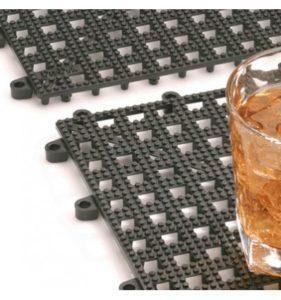 Escurridor para copas y vasos de plástico en rejilla